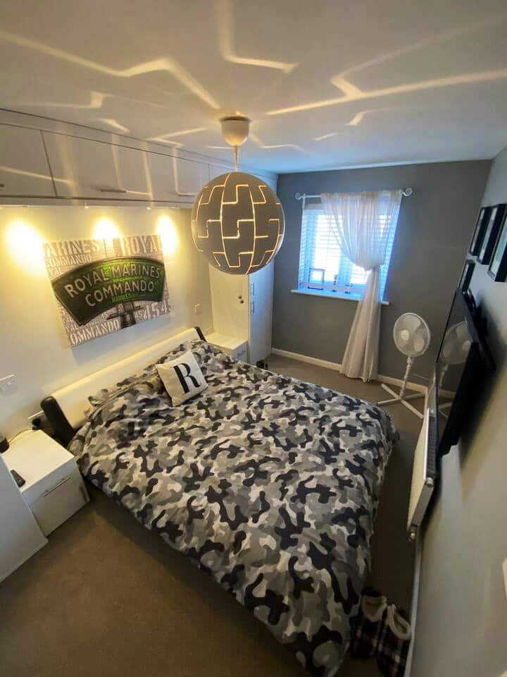 King size room 2 minutes from Newcastle centre