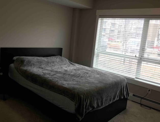 Quiet Guest Suite Near Calgary Airport!!
