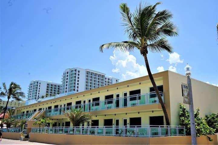 Beach front Diane Oceanfront Suites