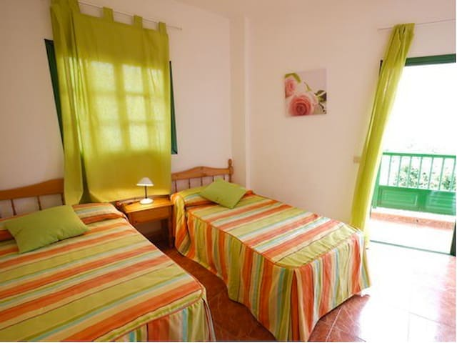 Schöne Wohnung in La Calera mit Balkon - La Calera - Apartamento