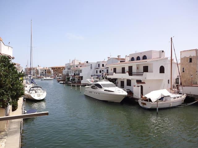de la terrasse vue exceptionnelle sur les canaux au calme du bruit des bateaux