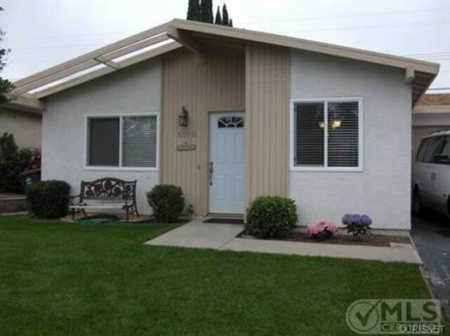 nice hosein a quite neighborhod  - Simi Valley - House