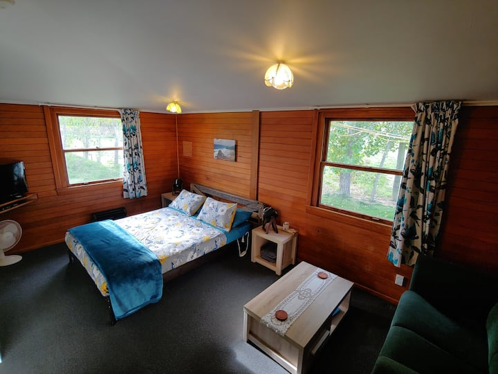 Deluxe Family Cabin in Waiau