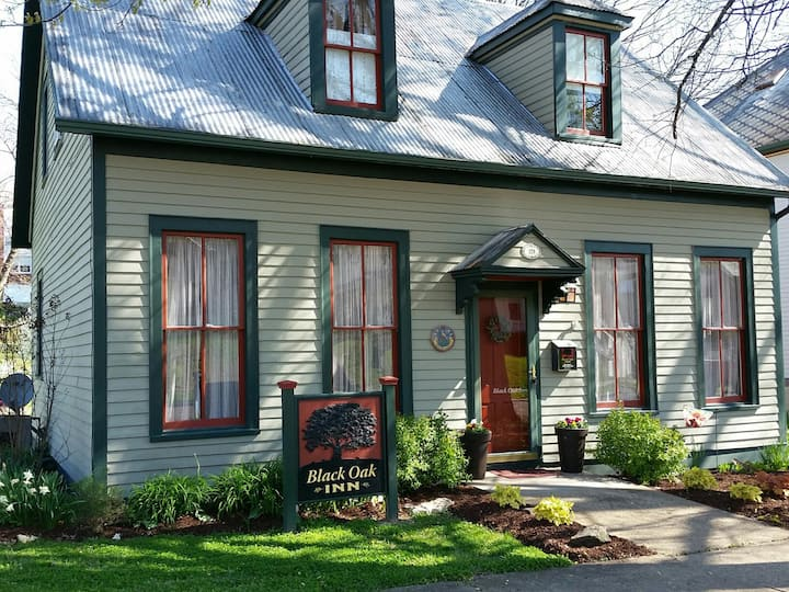 Black Oak Inn Guest House, Quaint & Convenient