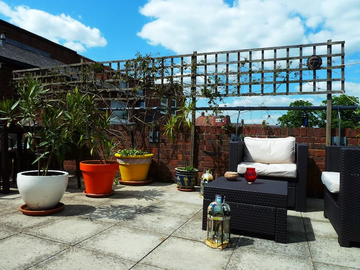 Cosy flat with private roof terrace