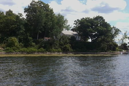 3New Re Cottages on Lake Champlain! - Shoreham