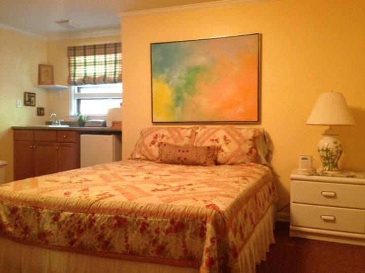 Private Room in East Hampton