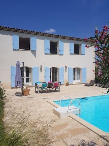 Villa avec piscine et jardin arboré 8 personnes