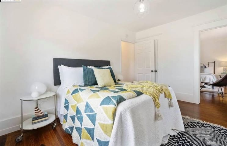 $1,200 / mo / 91ft2 - Room in House with Hot Tub!