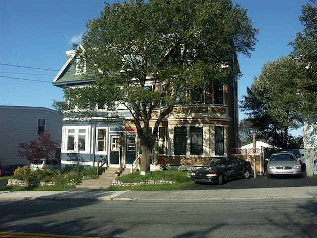 Victorian home downtown, 2nd floor - St. John's - Huis