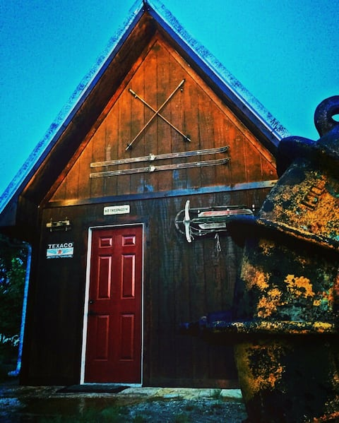 IRON HORSE CABIN STAY AND FISHING