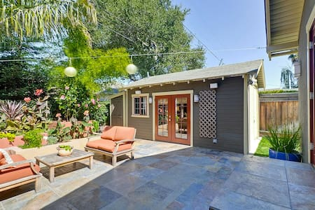 1BD/1BA Private Cottage - Mountain View