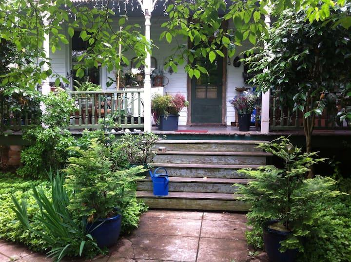 Garden courtyard bed/bath private