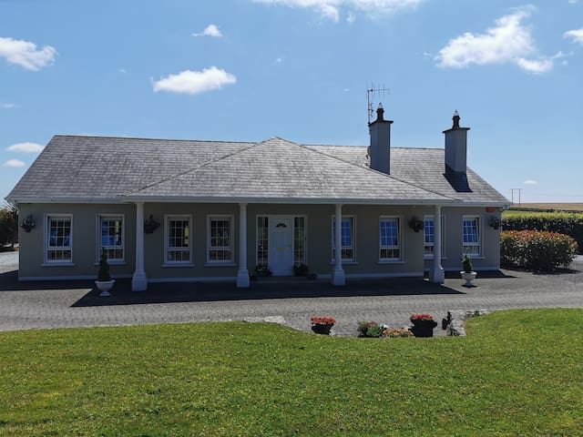 Spacious rooms, East Cork