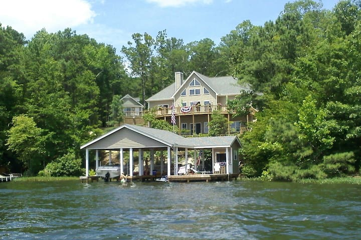 3 Bedroom Lake front home with spectacular views - Henrico