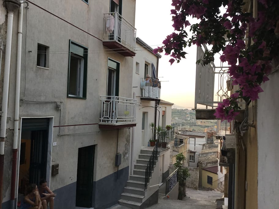 La Casa - Ingresso - Strada