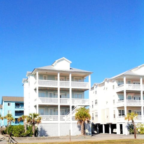 WOW!! beautiful 4 bed  4 bath beach home with pool - 캐롤리나 비치(Carolina Beach)