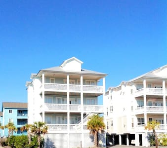 WOW!! beautiful 4 bed  4 bath beach home with pool - Carolina Beach - Villa