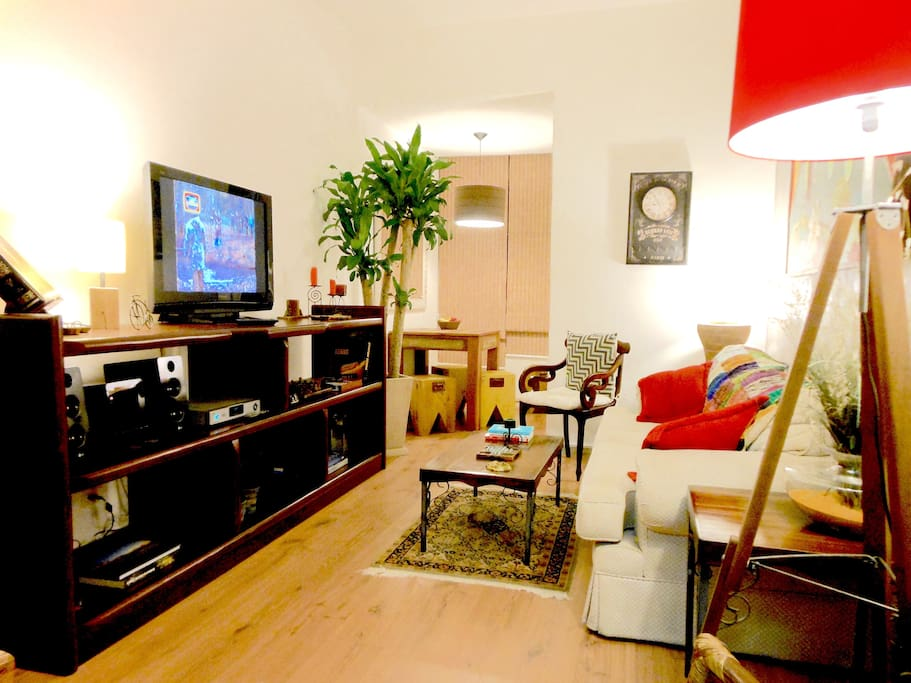 LIVING ROOM w/ TV42' HD, air conditioning,dinner table and free Wi-Fi high speed