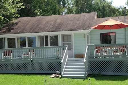 Terrific summer house by the lake - Plattsburgh - 独立屋