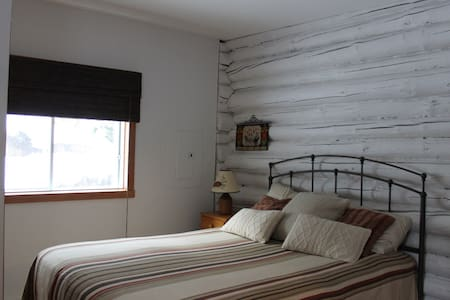 Cozy Log Cabin for two - Sainte-Anne-des-Lacs
