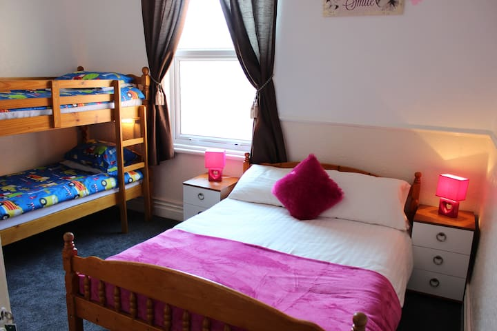 Comfortable Family Room - Blackpool - Bed & Breakfast