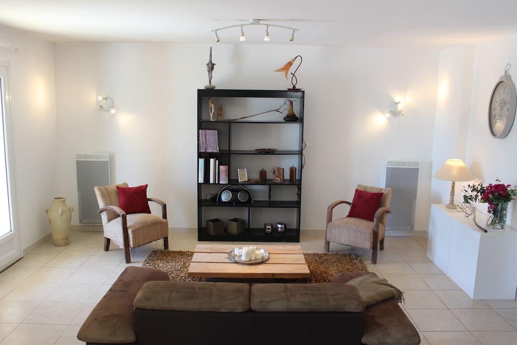 Un joli salon aménagé