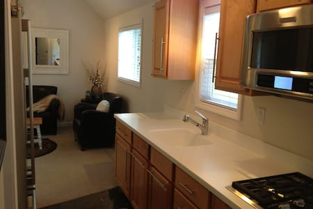 Luxury Riverfront Cabin - Arlington