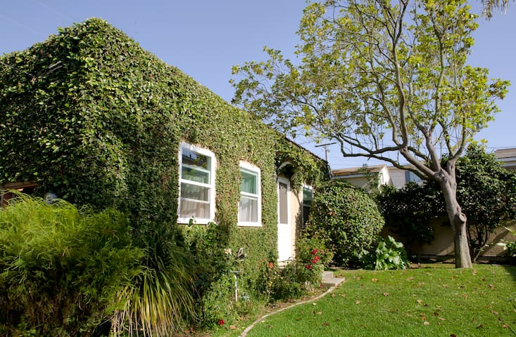 Vine-covered apt - LA walk to beach - El Segundo - House