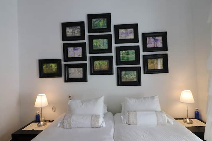 I let room in a house with Art 4.