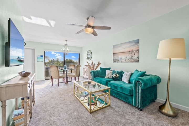 Quiet Sanibel Waterfront retreat - newly remodeled