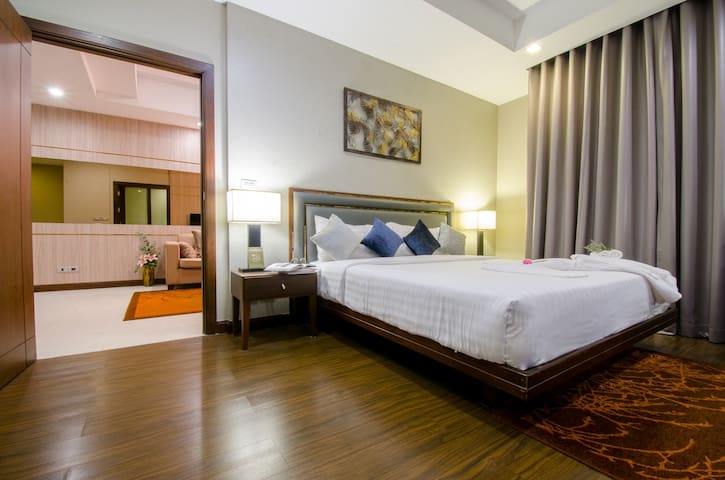 71sqm 1BR Serviced Apartment near Asoke with Pool