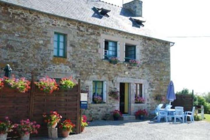 Manoir Breton - Maison de l'étang - Jugon-les-Lacs - Casa