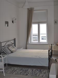 Privat szoba Pecs sziveben - Pécs - Lejlighed