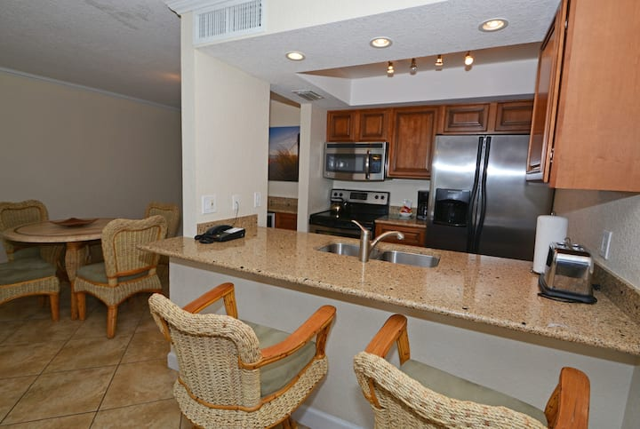 Westwinds Waterfront Condo Gem - Bayview
