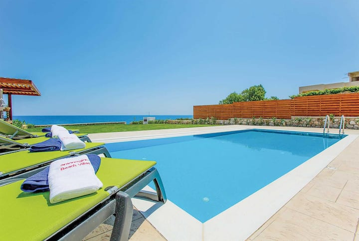 3 bed Villa with direct accesss to Lahania Beach