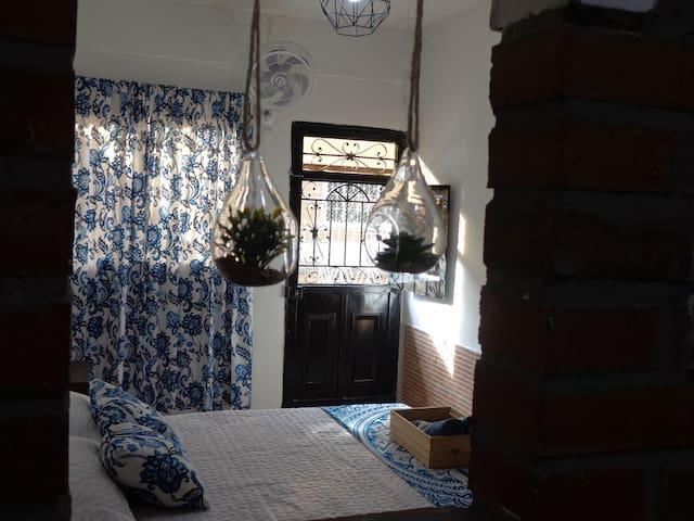 Vista de la habitación desde la ventana dela cocina.