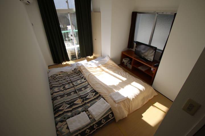 5.Japanese style room.(朝食付き) 無料自転車貸出し有り。個室バス&トイレ付き