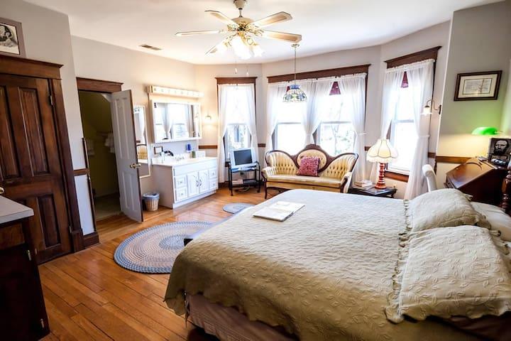 Stonewall Jackson Inn - Jackson Suite