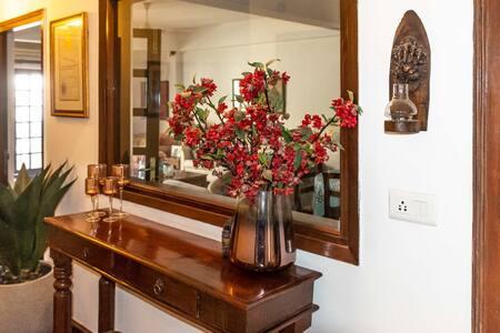Elegant, centrally-located South Delhi apt Room 1