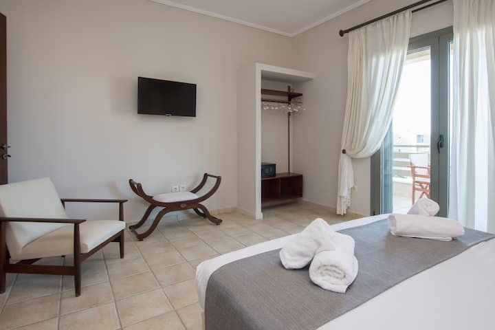 Luxury 2 Bedroom Suite with Side Sea View by GCB