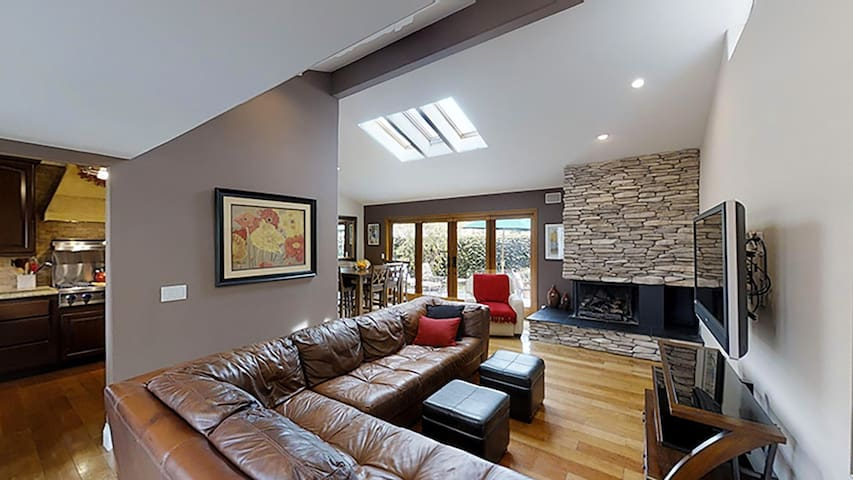 Cool and Sophisticated, Single Level! With Pool!