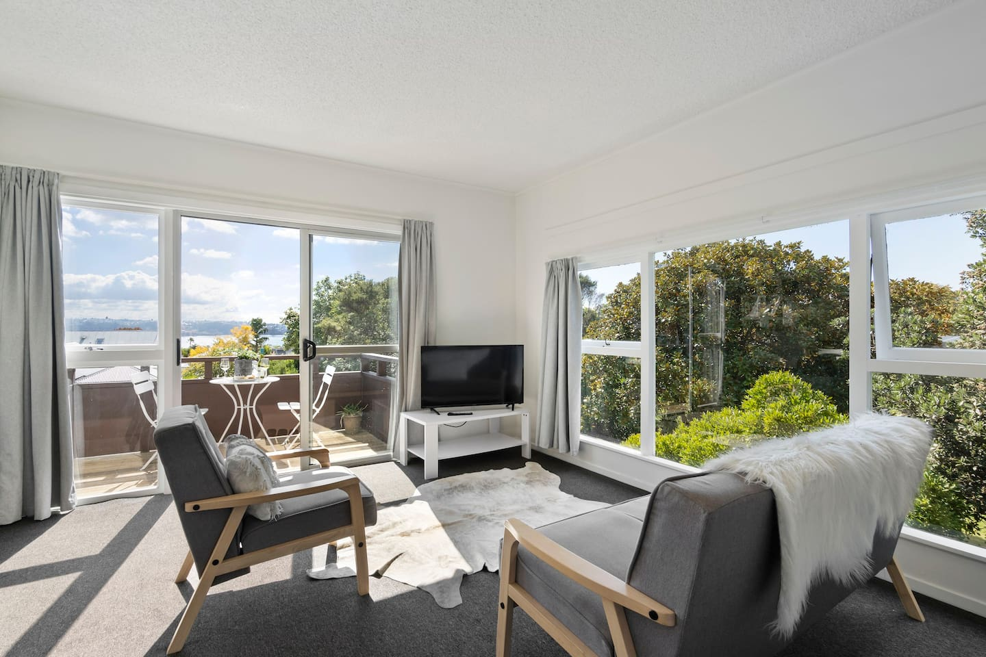 Sunny, spacious living room area with a view of the harbour.