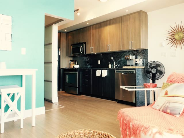 Modern City Nest - Amazing Location! - Langley