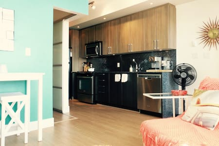 Modern City Nest - Amazing Location! - Langley - Apartament