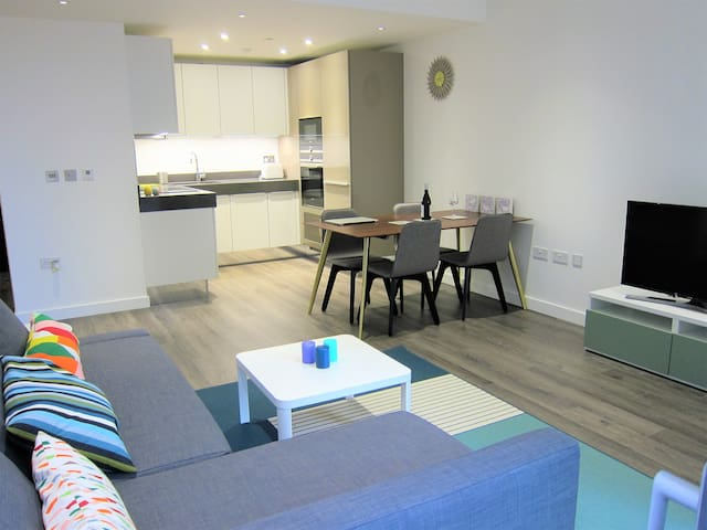Zone 1 Aldgate London New 1 bedroom with sofa bed