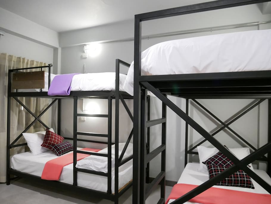 The room has air conditioning and has 3 bunk beds, sleeping up to 6 people.