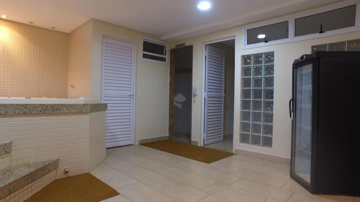 Apartamento próximo a shopping com piscina e sauna