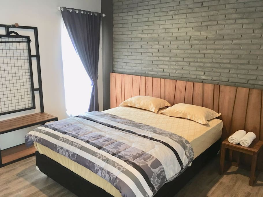 queen bed for 2 people