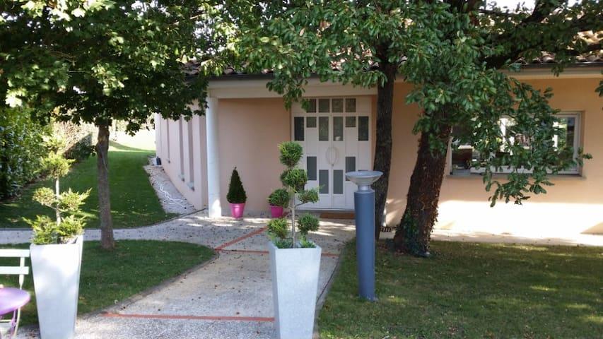 Maison d'Architecte avec piscine et jacuzzi - Aussonne - Rumah